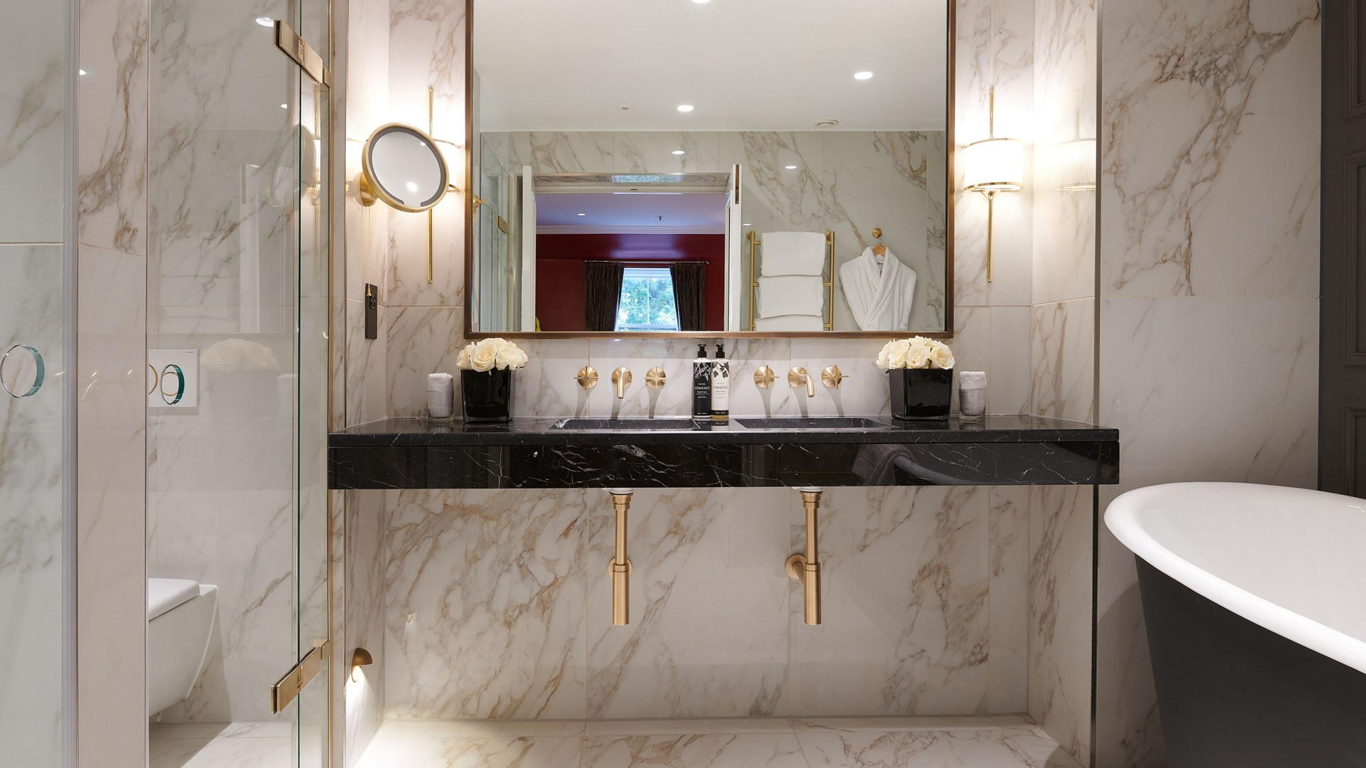 Spacious and modern marble bathroom with toiletries